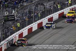 Kyle Busch, Joe Gibbs Racing toma la victoria