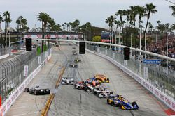 Alexander Rossi, Andretti Autosport Honda leads at the start while Simon Pagenaud, Team Penske crash