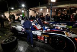 #23 United Autosports Ligier LMP2, P: Phil Hanson, Lando Norris, Fernando Alonso, pitstop