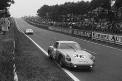 Герберт Линге, Бен Пон, Porsche 695 GS, впереди относительно экипажа Педро Родригес, Рикардо Родриге