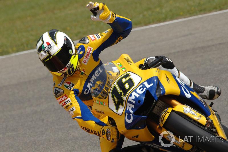 """Valentino Rossi era """"apenas"""" pentacampeão da principal categoria da motovelocidade, e Nicky Hayden venceu o campeonato daquele ano"""
