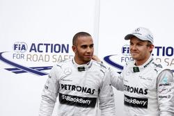 Lewis Hamilton et Nico Rosberg, Mercedes W04, fêtent leur doublé en qualifications