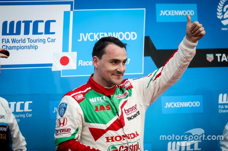 Podium: Race winner Norbert Michelisz, Honda Racing Team JAS, Honda Civic WTCC