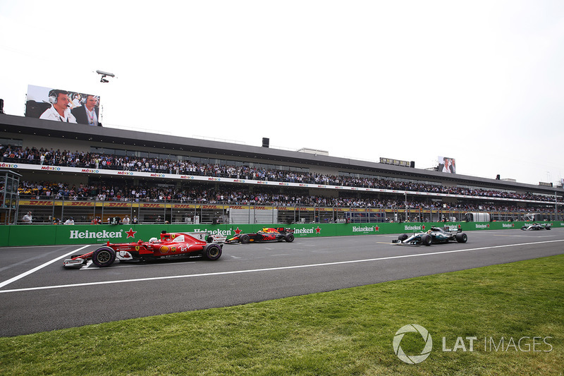 Pole-sitter Sebastian Vettel, Ferrari SF70H, lines-up ahead of Max Verstappen, Red Bull Racing RB13, Lewis Hamilton, Mercedes AMG F1 W08, Valtteri Bottas, Mercedes AMG F1 W08 ahead of the start
