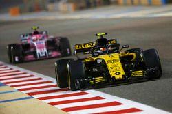Carlos Sainz Jr., Renault Sport F1 Team R.S. 18, Esteban Ocon, Force India VJM11 Mercedes