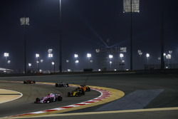 Esteban Ocon, Force India VJM11 Mercedes, leads Nico Hulkenberg, Renault Sport F1 Team R.S. 18, Fernando Alonso, McLaren MCL33 Renault, and Lewis Hamilton, Mercedes AMG F1 W09