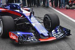 Scuderia Toro Rosso STR13, dettaglio del naso e dell'ala anteriore