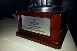 Dettaglio del trofeo per i vincitori del CIR 2017, Paolo Andreucci e Anna Andreussi