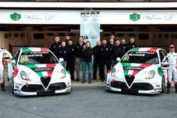 Fabrizio Giovanardi, Team Mulsanne Alfa Romeo Giulietta TCR, Gianni Morbidelli, Team Mulsanne Alfa Romeo Giulietta TCR met het team