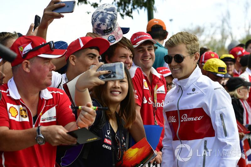 Marcus Ericsson, Sauber fans selfie