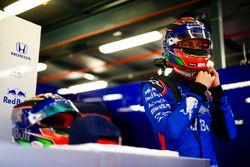 Brendon Hartley, Toro Rosso, se pone su casco