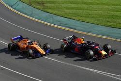 Max Verstappen, Red Bull Racing RB14 ve Fernando Alonso, McLaren MCL33