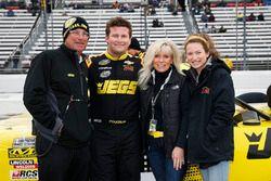 Cody Coughlin, GMS Racing, Chevrolet Silverado Jeg's.com y familia