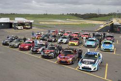 Gruppenfoto: Fahrer und Autos der Toyota Racing Trophy 2018