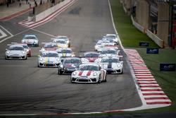 انطلاقة السباق الأول من جولة البحرين في تحدي كأس بورشه جي تي 3 الشرق الأوسط