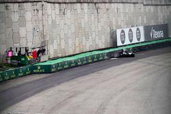 Lewis Hamilton, Mercedes-Benz F1 W08, crash