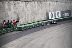 Разбитый автомобиль Mercedes AMG F1 W08 Льюиса Хэмилтона