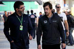Fernando Alonso, McLaren met zijn manager Luis Garcia Abad (ESP)