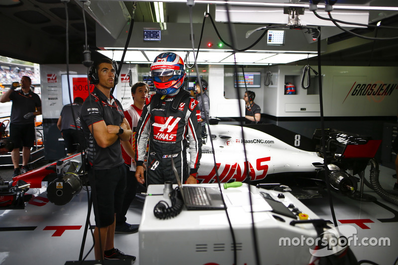 Romain Grosjean, Haas F1 Team, in the garage