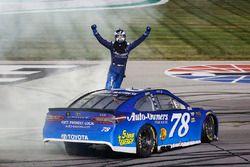 Martin Truex Jr., Furniture Row Racing, Toyota Camry Auto-Owners Insurance celebrates
