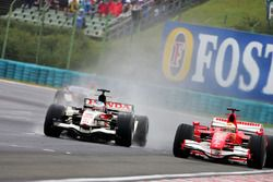 Jenson Button, Honda Racing RA106 and Felipe Massa, Ferrari F248 battle