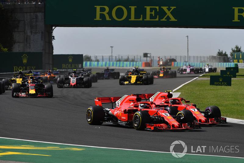 Sebastian Vettel, Ferrari SF71H y Kimi Raikkonen, Ferrari SF71H luchan por el tercer puesto en la salida