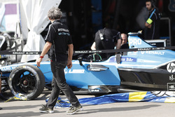 Alain Prost looks at the damage to the car of Nicolas Prost, Renault e.Dams