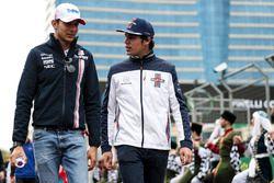 Esteban Ocon, Force India F1 et Lance Stroll, Williams, pendant la parade des pilotes