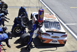 David Ragan, Front Row Motorsports, Ford Fusion Bad Boy Mowers, effettua un pit stop