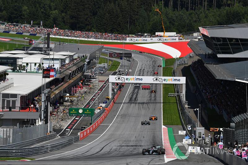 Lewis Hamilton, Mercedes-AMG F1 W09, al comando