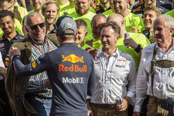 Yarış galibi Max Verstappen, Red Bull Racing, Dietrich Mateschitz, CEO, Christian Horner, Red Bull Racing Team Principal, Dr Helmut Marko, Red Bull Motorsport