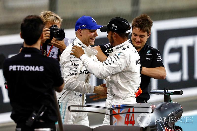 Valtteri Bottas, Mercedes AMG F1 e Lewis Hamilton, Mercedes AMG F1