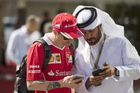 Kimi Raikkonen, Ferrari Mohammed Bin Sulayem ile konuşuyor