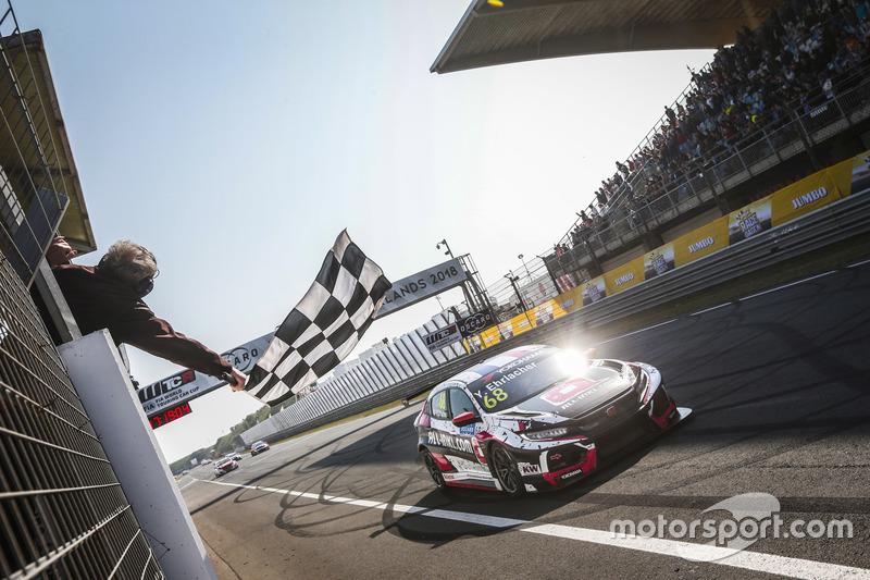 Il vincitore della gara Yann Ehrlacher, ALL-INKL.COM Münnich Motorsport Honda Civic Type R TCR