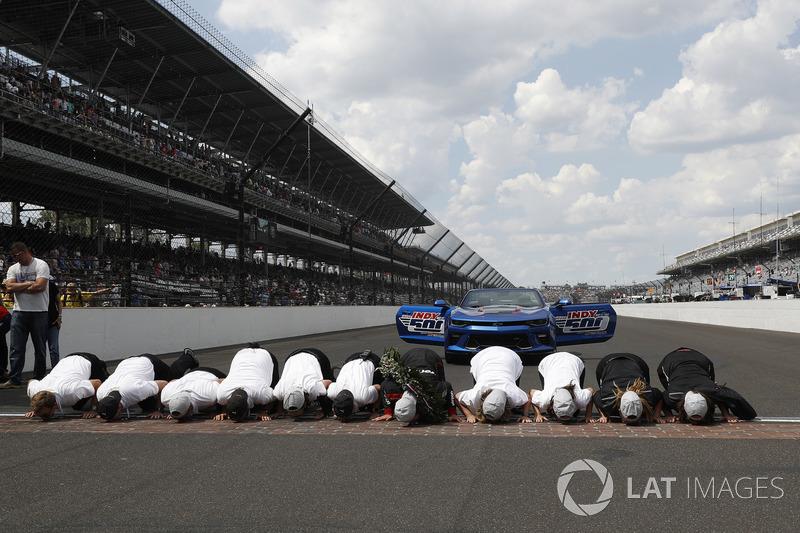 Team Penske Chevrolet besa los ladrillos