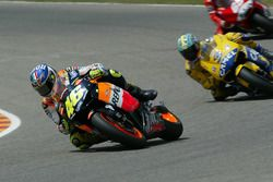 Valentino Rossi, Repsol Honda Team; Max Biaggi, Camel Pramac Pons
