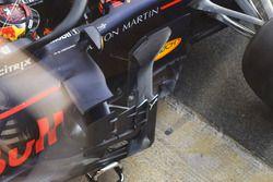 Red Bull Racing RB14, bargeboard - részletfotó