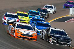 Ryan Blaney, Team Penske, Ford Fusion Devilbiss and Aric Almirola, Stewart-Haas Racing, Ford Fusion Smithfield