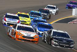 Ryan Blaney, Team Penske, Ford Fusion Devilbiss e Aric Almirola, Stewart-Haas Racing, Ford Fusion Smithfield
