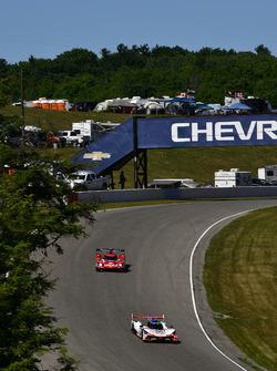 #7 Acura Team Penske Acura DPi, P: Helio Castroneves, Ricky Taylor, #31 Action Express Racing Cadillac DPi, P: Eric Curran, Felipe Nasr