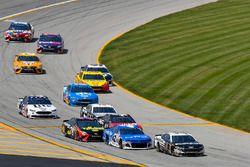 Aric Almirola, Stewart-Haas Racing, Ford Fusion Smithfield and Kyle Larson, Chip Ganassi Racing, Chevrolet Camaro Credit One Bank
