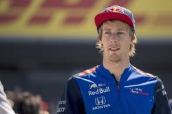 Brendon Hartley, Scuderia Toro Rosso on drivers parade