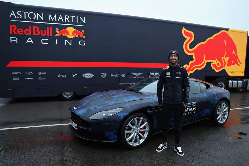 Гонщик Red Bull Racing Даниэль Риккардо, Aston Martin DB11