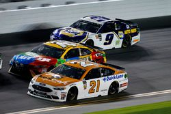 Paul Menard, Wood Brothers Racing Ford Fusion, Kyle Busch, Joe Gibbs Racing Toyota Camry, Chase Elliott, Hendrick Motorsports Chevrolet Camaro