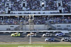 Ryan Blaney, Team Penske Ford Fusion, Paul Menard, Wood Brothers Racing Ford Fusion, Brad Keselowski