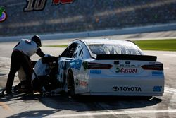 D.J. Kennington, Gaunt Brothers Racing, LORDCO/Castrol Toyota Camry pit stop