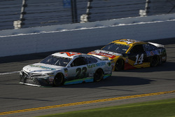Gray Gaulding, BK Racing, Toyota Camry and Clint Bowyer, Stewart-Haas Racing, Rush Truck Centers/Mob