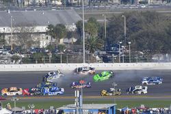 Crash: Chase Elliott, Hendrick Motorsports Chevrolet Camaro, Kasey Kahne, Leavine Family Racing Chev
