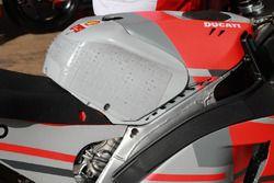 Jorge Lorenzo, Ducati Team, fuel tank