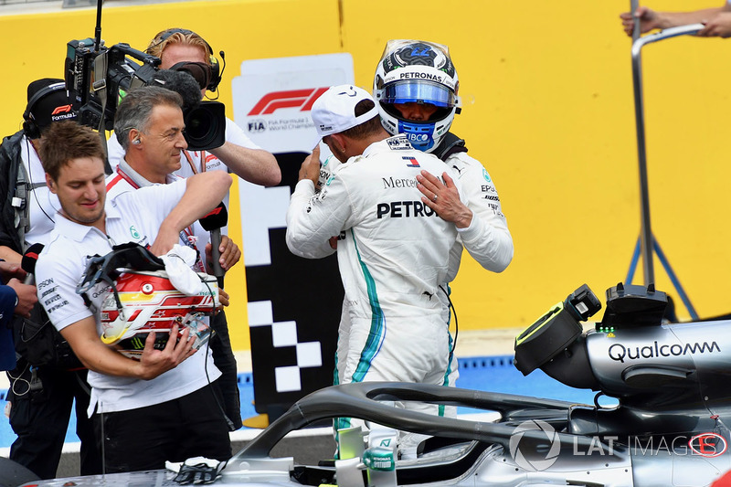 Pole sitter Lewis Hamilton, Mercedes-AMG F1 celebrates in parc ferme with Valtteri Bottas, Mercedes-AMG F1